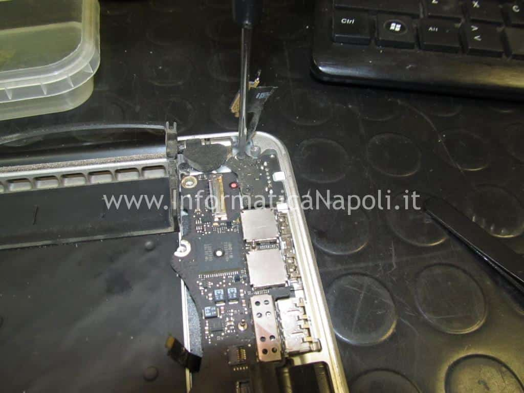 smontare logic board apple MacBook Pro 15 retina A1398