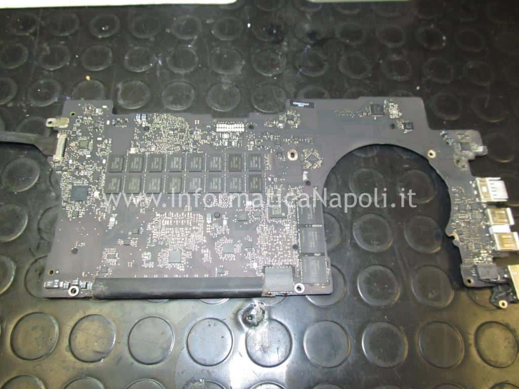 riparazione logic board 820-3332-A MacBook Pro 15 retina A1398 EMC 2512