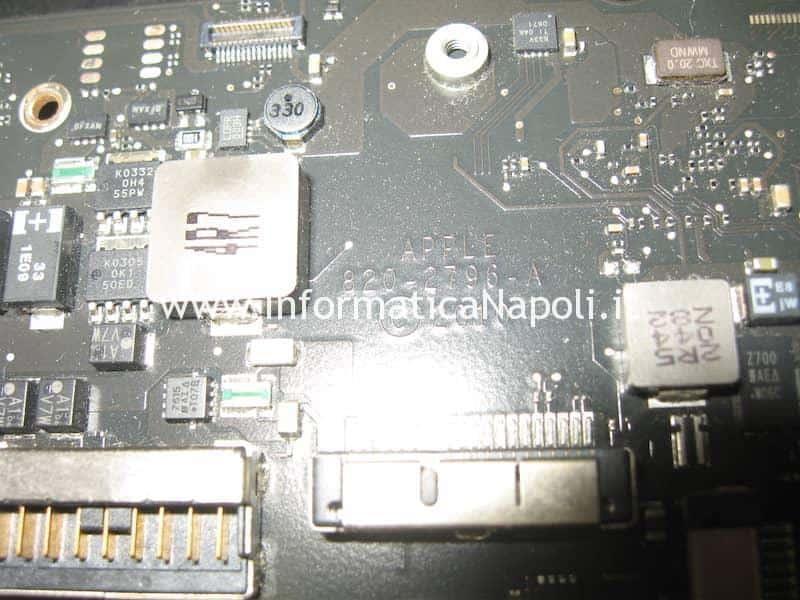 Richiesta codice o mancata accensione MacBook Air 11 A1370 A1465 blocco EFI MB 820-2796-A SST 25VF032B