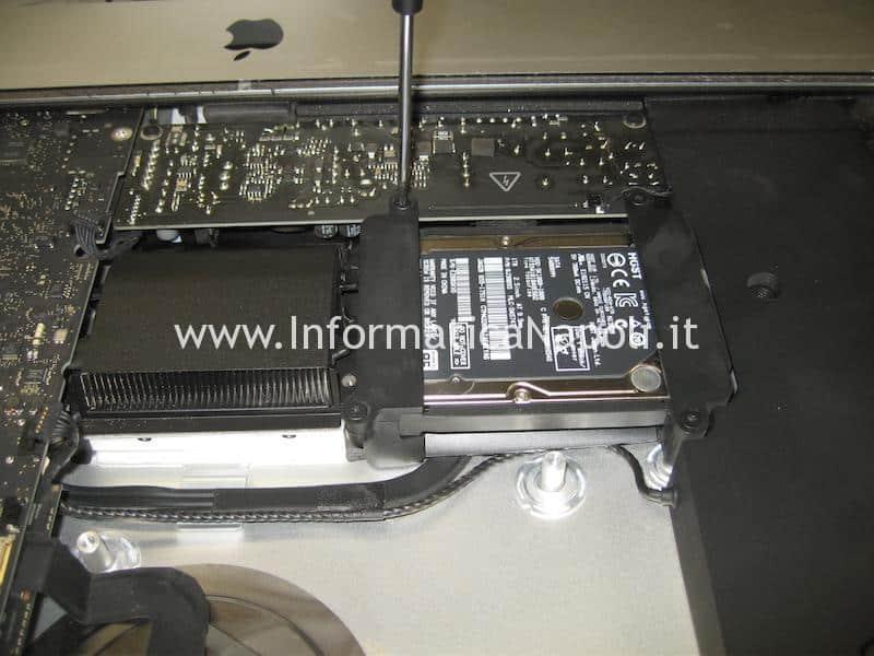 rimuovere sostituire hard disk iMac A1418 21.5