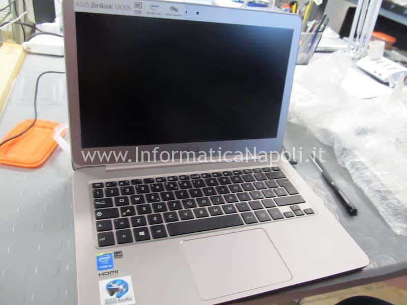 problemi accensione Asus ZenBook UX305 UX305FA