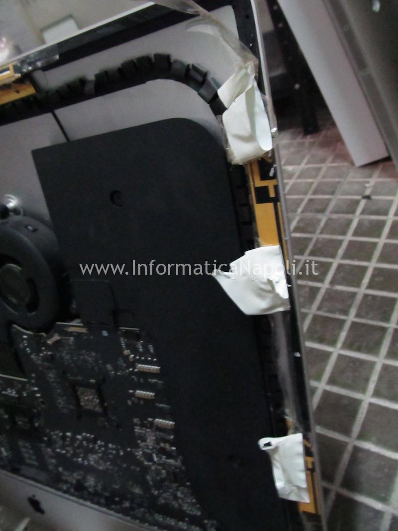 display imac 27 slim attaccato con biadesivo pessimo