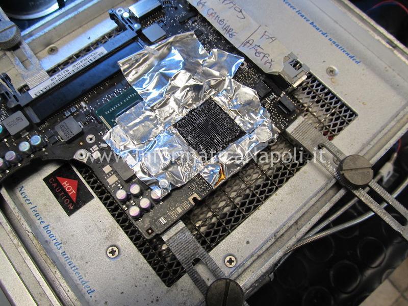 pulizia pad scheda logica chipset reballing MacBook A1278 righe artefizi blocchi problemi video