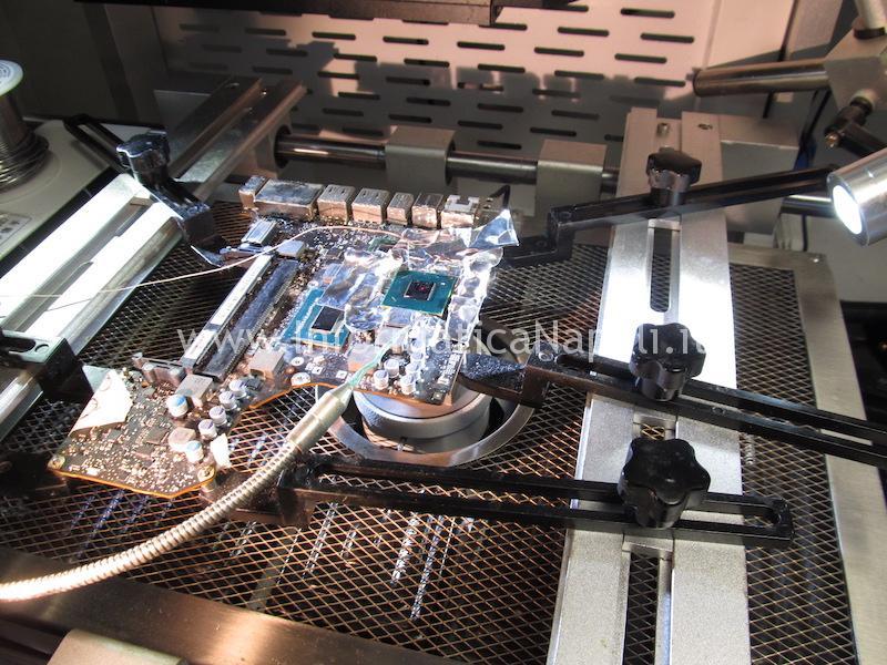 reballing riparazione macbok pro 13 righe blocchi chipset intel Mobile Intel HM77 Express