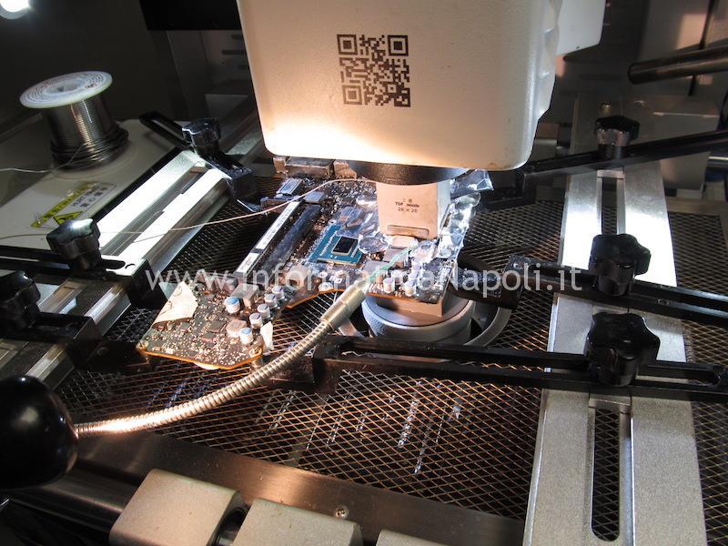 problemi reballing riparazione macbok pro 13 righe blocchi chipset intel Mobile Intel HM77 Express