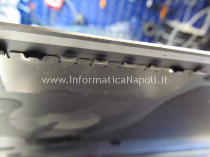 rimuovere scocca macbook touch bar A1707 A1708 A1706