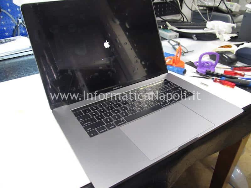 MacBook Pro 15 A1707 touch bar riparato