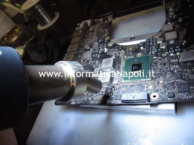 Assistenza Apple MacBook pro carica lentamente batteria Q7055 Q7056 spegnimento improvviso A1297