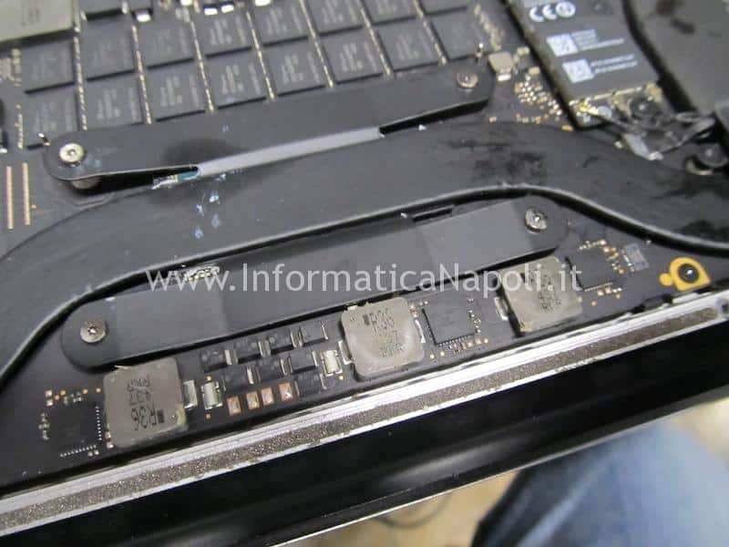 riparazione macbook pro 15 retina 820-3662-A 2013 2014 2014 che si spegne