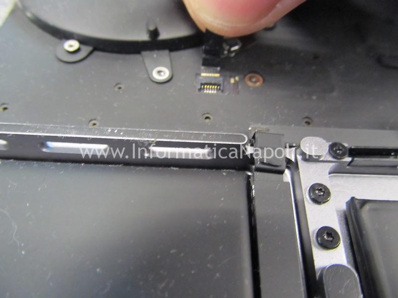disassemblare aprire macbook pro 15 a1707 13 a1706 a1708 sostituzione tastiera