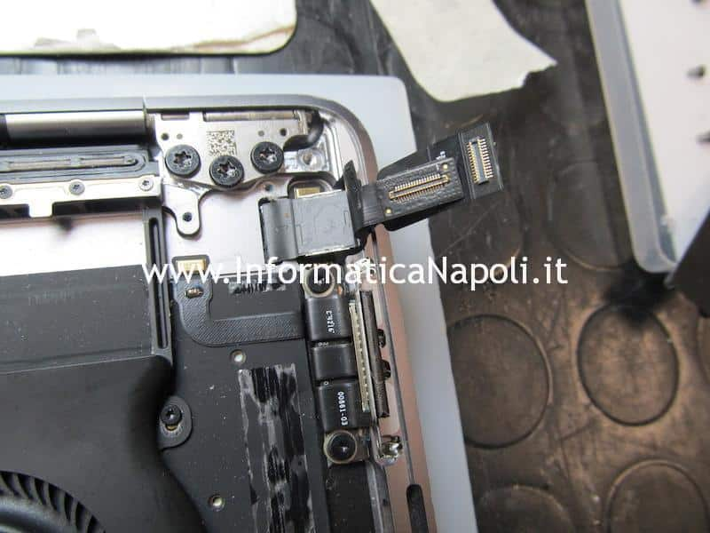 sostituire display e flat touch bar su MacBook Pro A1706 e A1707