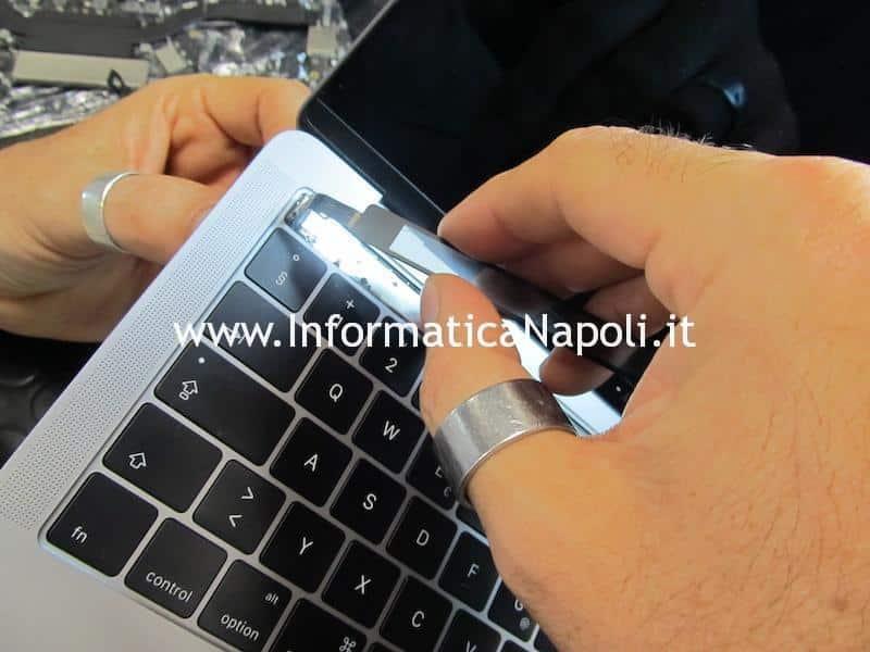 Apple MacBook Pro A1706 e A1707 display e touchbar non si accendono