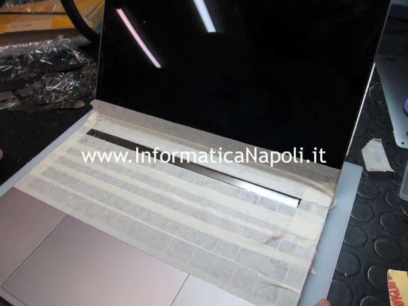 come rimuovere la touch bar Apple MacBook Pro A1706 e A1707
