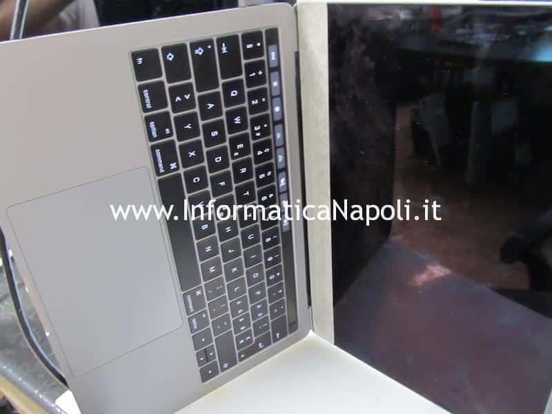 Apple MacBook Pro A1706 A1707 touch bar sostituita