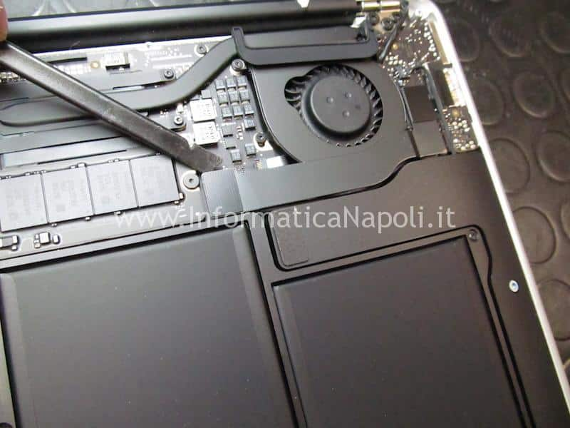 "disassemblare macbook air display schermo LCD Macbook Air 13.3"" A1466 A1369 Display anno 2013 2014 2015 2016 2017"