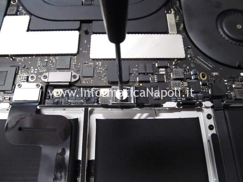 accedere dati SSD MacBook Pro 13 e 15 2016 | 2017 TouchBar che non si avvia