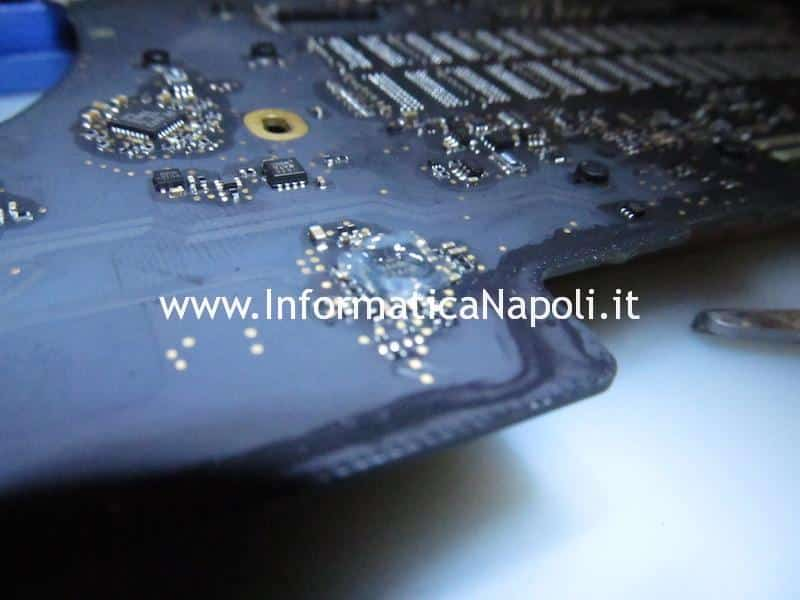 Problemi alimentazione scheda logica ricarica batteria MacBook Pro 15 A1398 late 2013 820-3662-A 6259AHRTZ ISL6259 ISL6259AHRTZ U7100