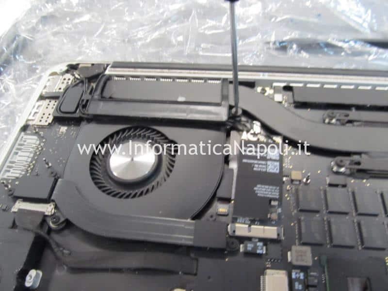aprire smontare riparare macbook pro 15 a1398 2015
