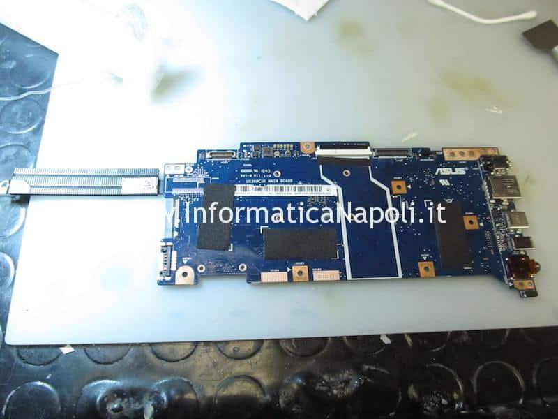 Scheda madre Asus Flip UX360 GigaDevice Semic GD25Q64B WSON8