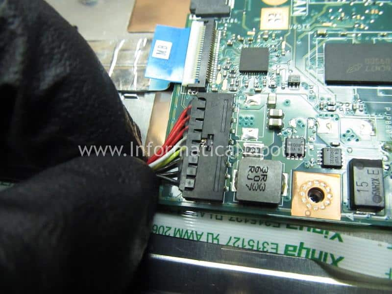 problema Asus VivoBook E200H non carica batteria
