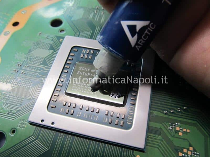pulizia polvere PS4 Pro playstation 4 APU GPU CPU