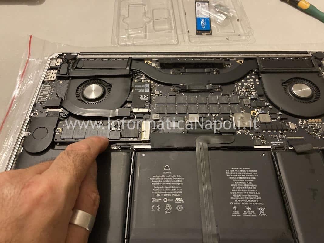 sostituzione upgrade aggiornamento disco Crucial P1 NVMe m.2 2280 da 1TB per Upgrade SSD macbook pro 15 a1398 e adattatore