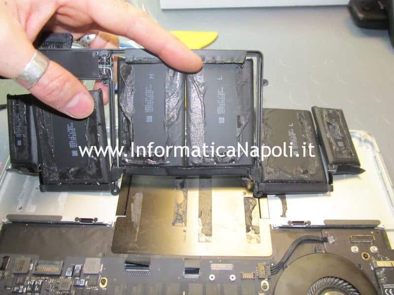 sostituzione batteria trackpad tastiera Apple MacBook pro 13 a1502