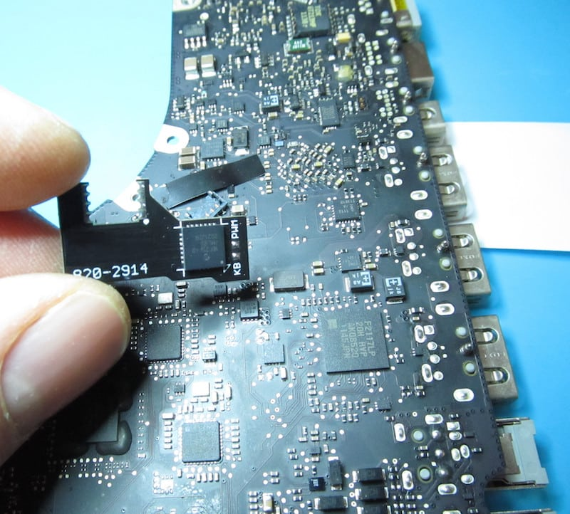 modchip per macbook pro 17 a1297 820-2914 disattivazione GPU AMD con regolazione luminosità