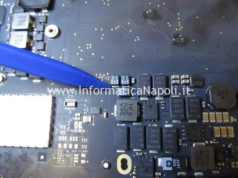 Problema MacBook Pro 13 A1502 non si accende scheda logica in corto 820-4924-A