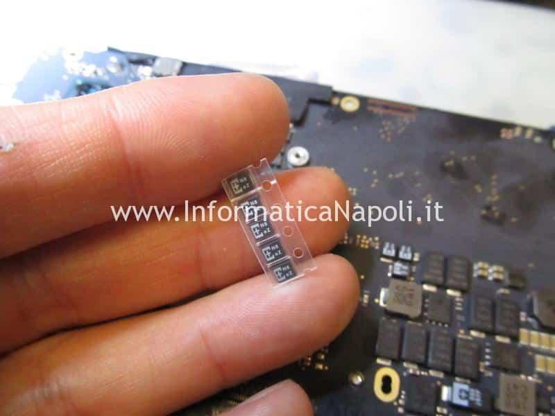 assistenza MacBook Pro 13 A1502 non si accende guasto scheda madre motherboard 820-4924-A