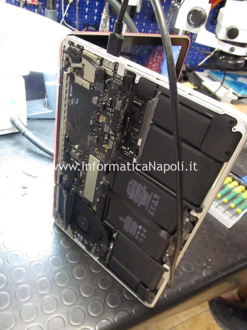 MacBook Pro 13 A1502 non si accende guasto scheda madre motherboard 820-4924-A riparato