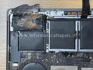 problema batteria scoppiata Apple MacBook pro A1707.jpeg