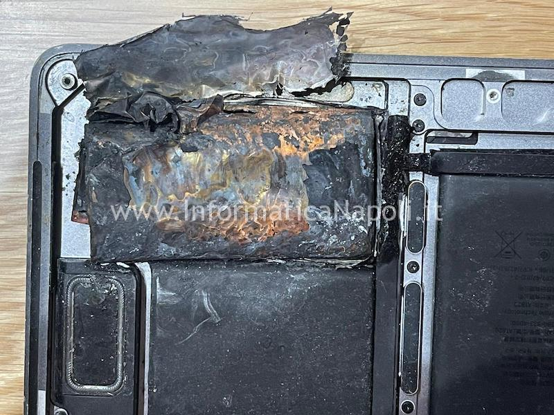 battery esplosive MacBook pro 15 A1707 touchbar