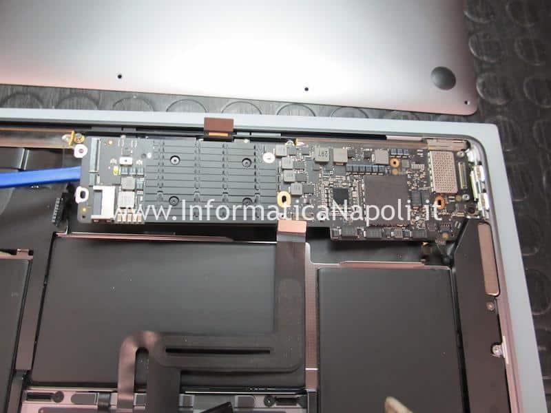 rimozione scheda logica Apple MacBook Air retina 13 2020 A2179