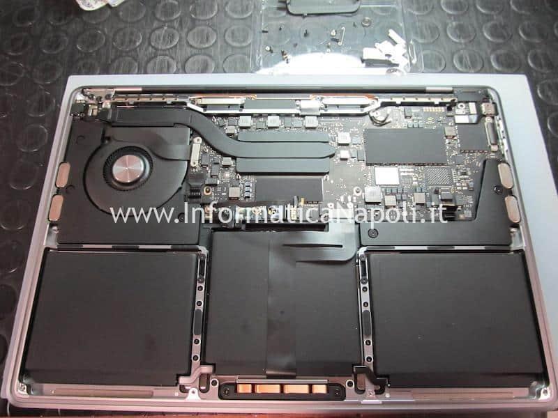 problemi MacBook 13 2019 Danni da liquido MacBook Pro 2019 modello 2 porte Thunderbolt 3 A2159 820-01598-A non si accende