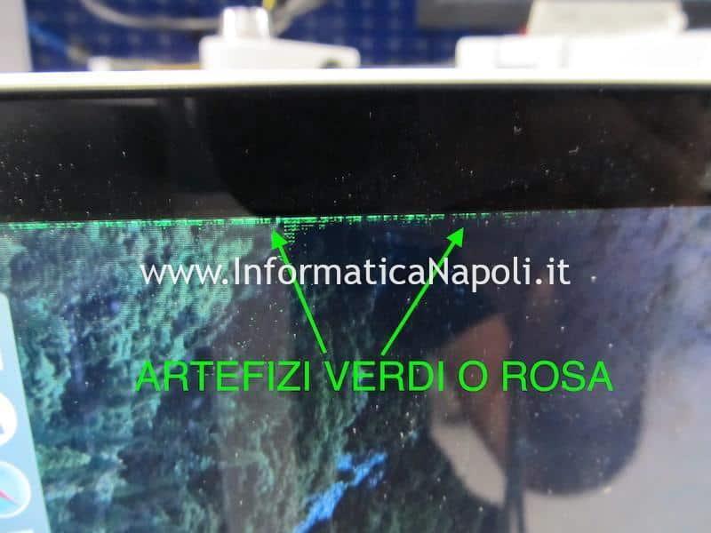 problema artefizi e righe colorate verdi e rosa su schermo macbook pro 15 17 2008 2009 2010 2011 2012