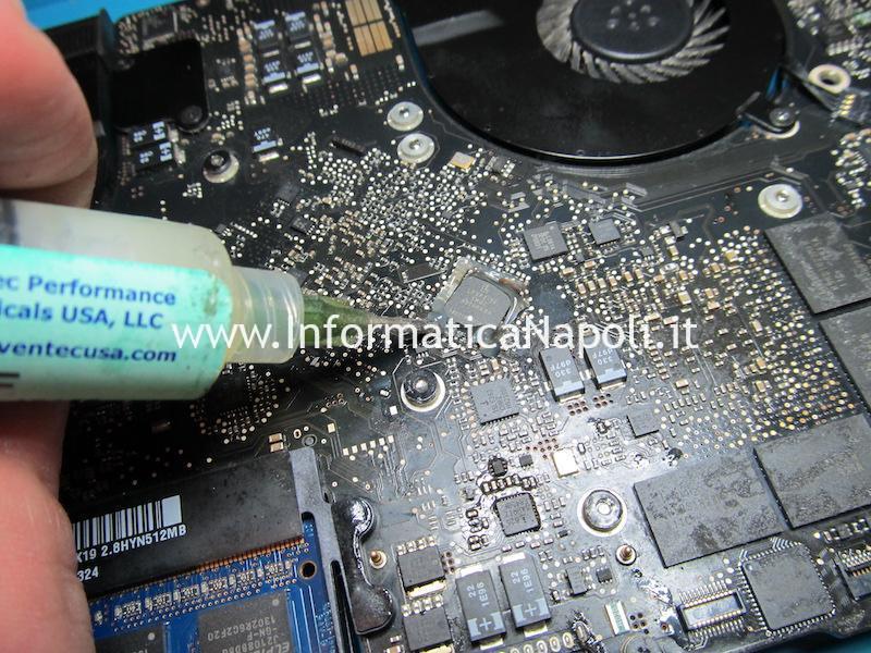 reballing rework chip GMUX problema artefizi schermo macbook pro 15 GMUX U9600 LFXP2