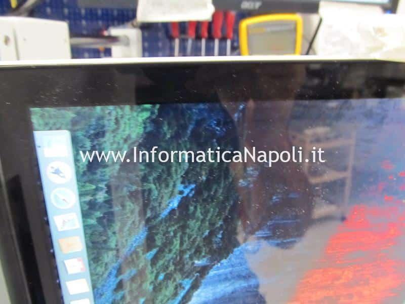 riparazione assistenza MacBook artefizi e righe colorate verdi e rosa su schermo macbook pro 15 17 2008 2009 2010 2011 2012 GMUX U9600 LFXP2